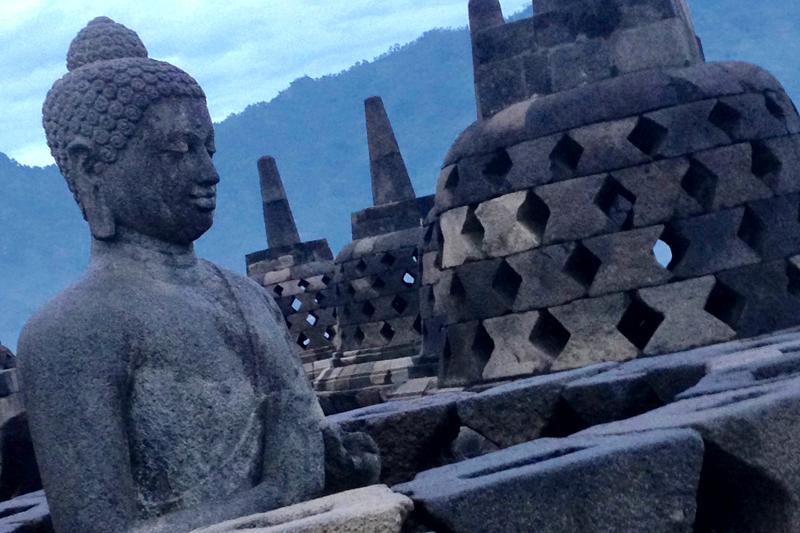 cristianbarbarino-traveller-borobudur-indonesia.jpg